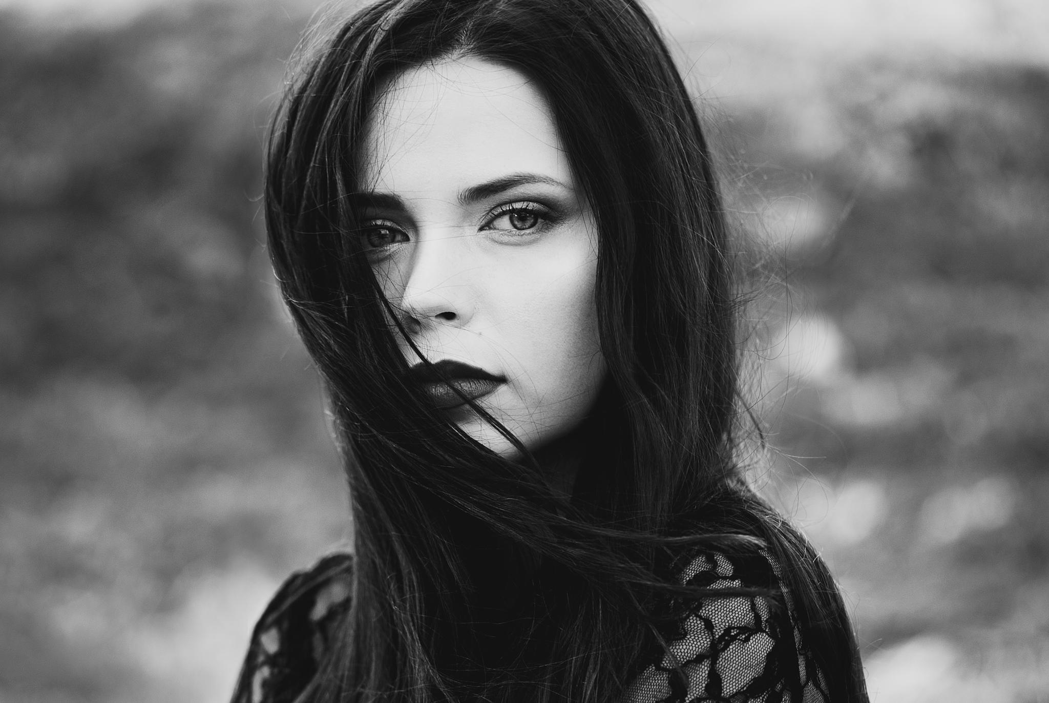 Black and white © Ann Nevreva